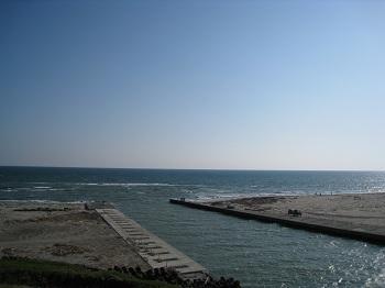 潮騒橋から見る遠州灘