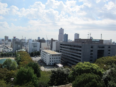 浜松城天守からアクトタワー方面を望む