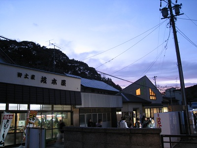 法多山尊永寺(参道・夕暮れ)