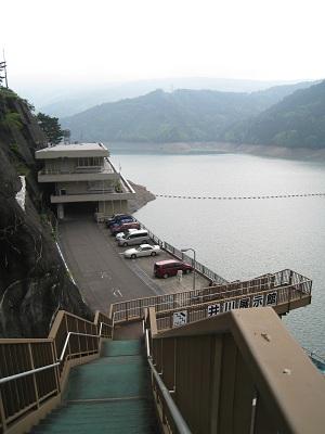 井川ダム(中部電力井川展示館から望む)