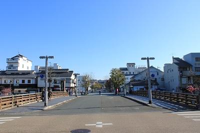 掛川城前の道