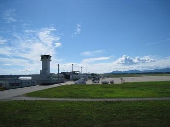 石雲院展望台から望む静岡空港(開港後)