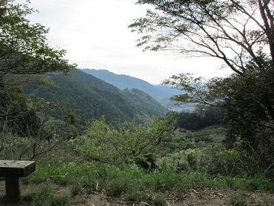 蔦の細道(山頂から藤枝市側を望む)