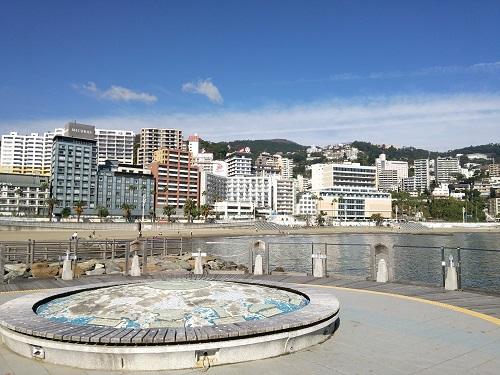 熱海サンビーチから見る市街