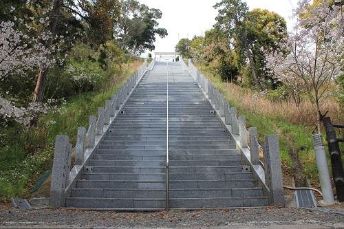 高松神社(213段の階段)