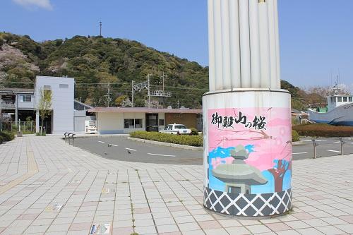 新蒲原駅前の看板