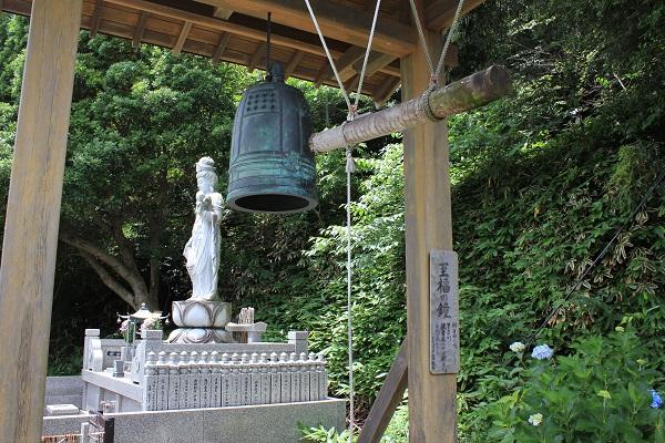 供養塔と至福の鐘(香勝寺/ききょう寺)