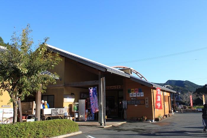 道の駅「花桃の里」(建物)