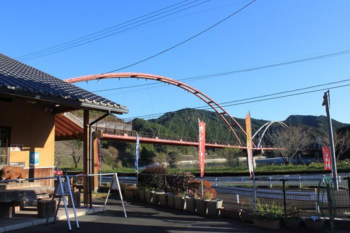 道の駅「花桃の里」(夢のかけ橋を望む)
