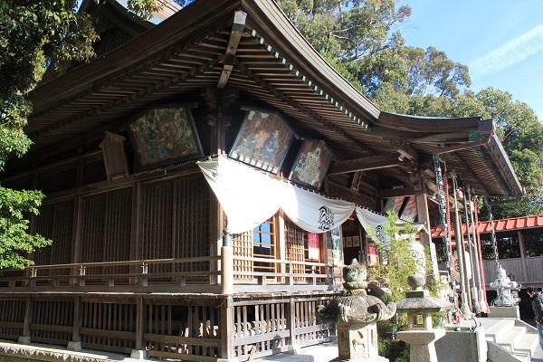 飽波神社本殿(斜めから)