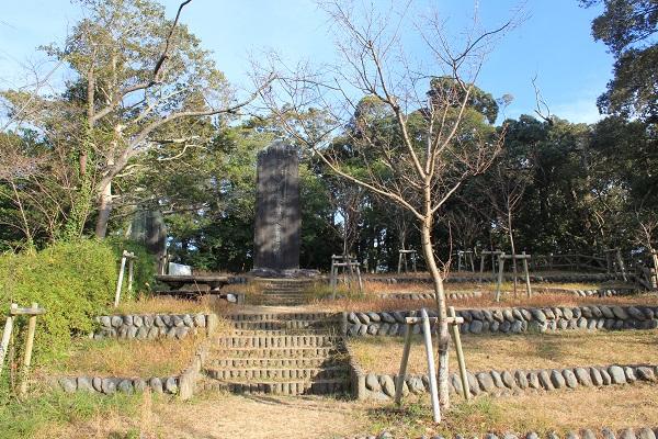 日露戦争慰霊碑(岡出山公園)