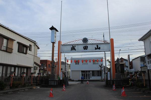 入口方面を望む(藤枝成田山)