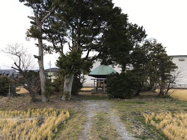 徳川家康公床机据え跡(道路から)