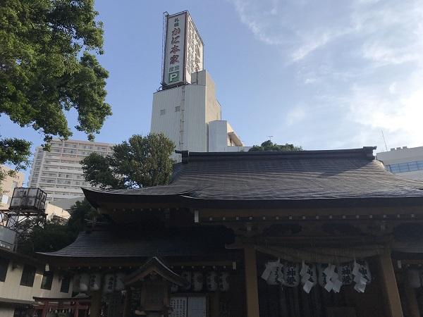 小梳神社(本殿とビル)
